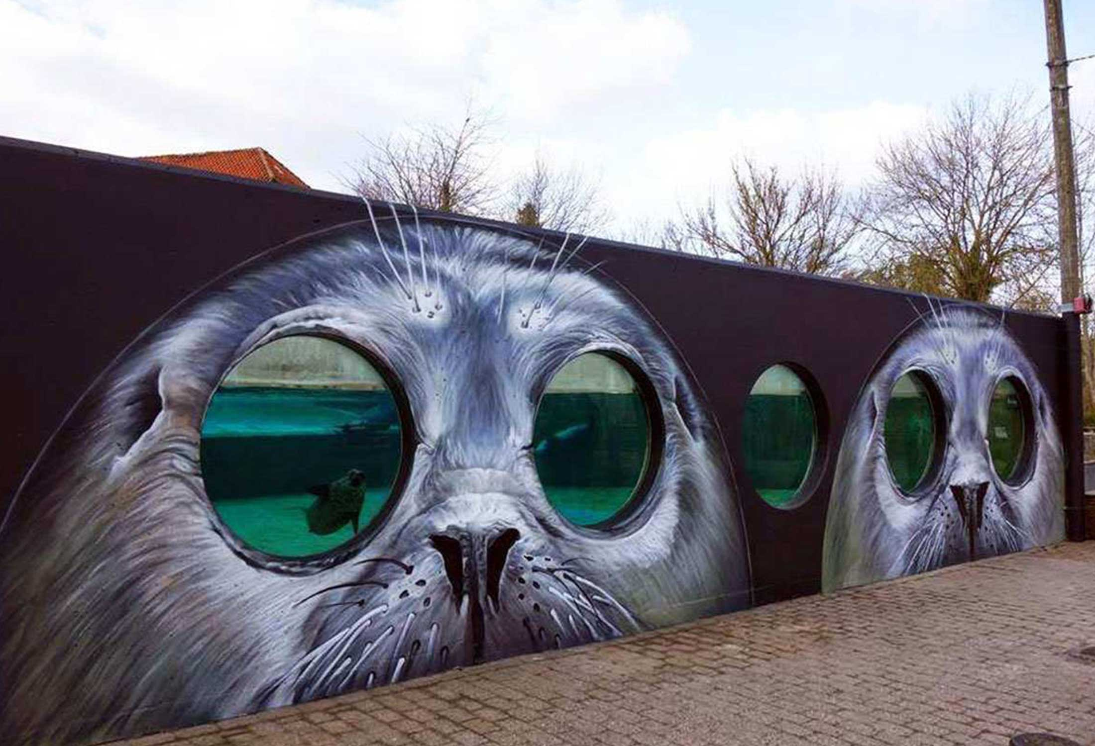 Tasso's seal mural at Odense Zoo in Denmark uses a unique technique to show the seal habitat.