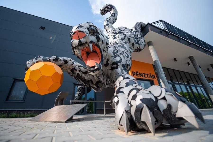 Gabor Szoke Snow Leopard Amazing Public Metal Sculpture