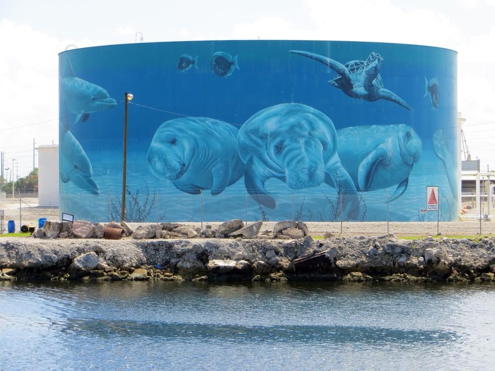 Eric Henn Mural del tanque de aceite Oceans