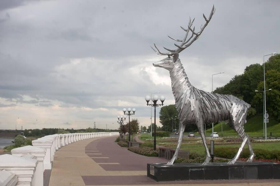 Promenade view of Gabor Szoke's Russian Deer sculpture
