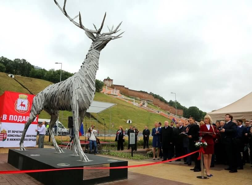 Ceremony in Nizhny Novgorod welcoming the Russian Deer sculpture