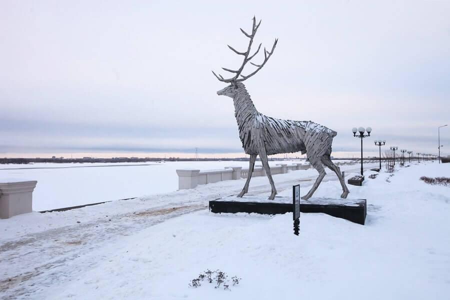 View of Gabor Szoke's Russian Deer sculpture in the snow